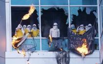美国监狱暴动 上百囚犯砸窗放火逃窜
